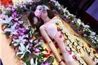 太原一酒吧开业上演人体拼盘 裸模身上放寿司