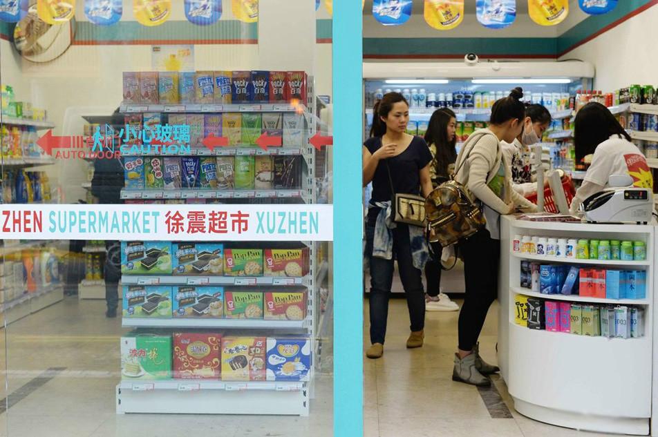 """上海现""""空包装""""超市 贬斥当下艺术品内容空虚"""