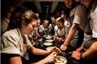 6万人抢44个座位 全球最牛餐厅如何靠毁三观