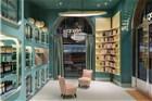 这个Tiffany蓝色的实验室是个护肤品专卖店