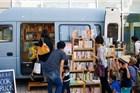 """这个人开了""""辆""""全世界最自由自在的书店"""