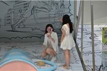 沈阳商场现3D动漫书 市民如在画册中