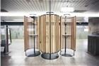 运营近90年 东京地铁银座站换上了木座椅