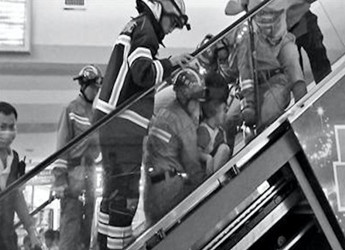 """央视315提醒:穿""""洞洞鞋""""的小孩极易被扶梯""""盯""""上"""