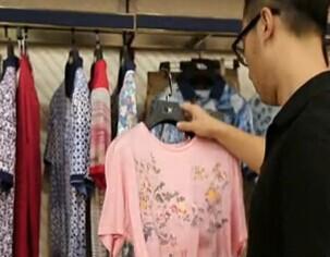 男人买衣服就喜欢这么简单快速 烦导购拜拜