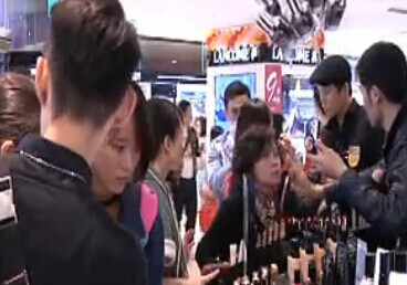 百货店周年庆 型男抢下专柜王牌销售名号