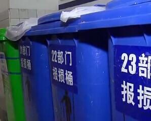 上海食药监部门突查超市过期食品销毁情况
