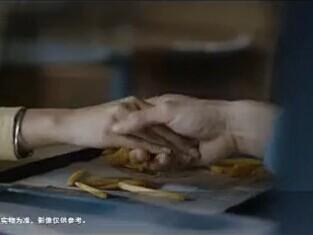 麦当劳新年广告 某爪机画面和某奶茶词乱入