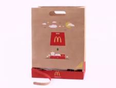 麦当劳纸袋升级 享受美食一瞬间
