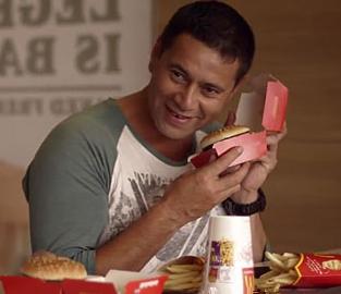麦当劳汉堡盒会讲笑话 把顾客都逗乐了
