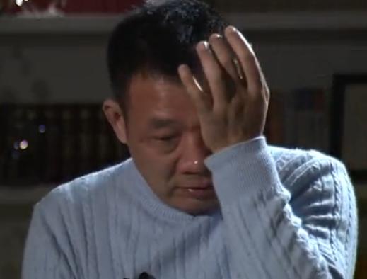 胖东来年会于东来对员工吐心声 动情处落泪