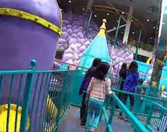 西埃德蒙顿购物中心Galaxy Land游乐园