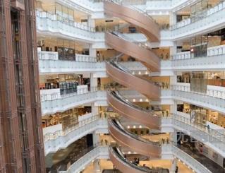 今日最佳商场设计 上海新开商场内螺旋扶梯