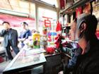 重庆超市午夜惊魂 三名男子冲进来打砸抢