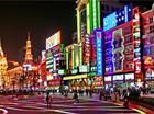 跨年促销:南京路上灯火通明 商场气氛达到沸点